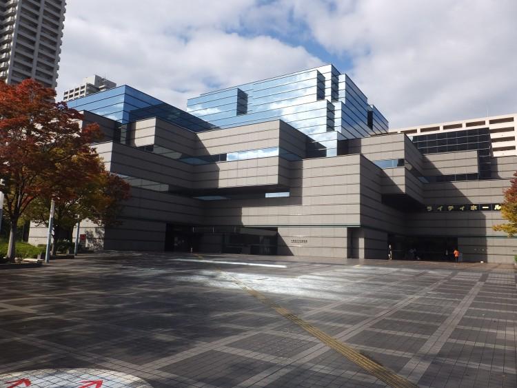 大阪府立中央図書館の外観