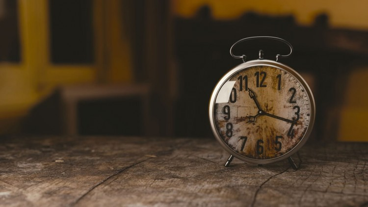 古びた目覚まし時計