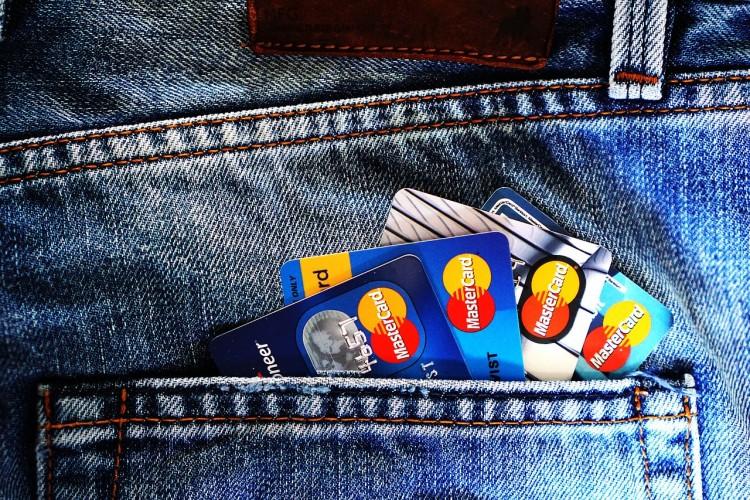 ポケットに入ったクレジットカード