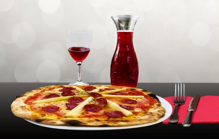 ピザとワインのサイゼリヤ