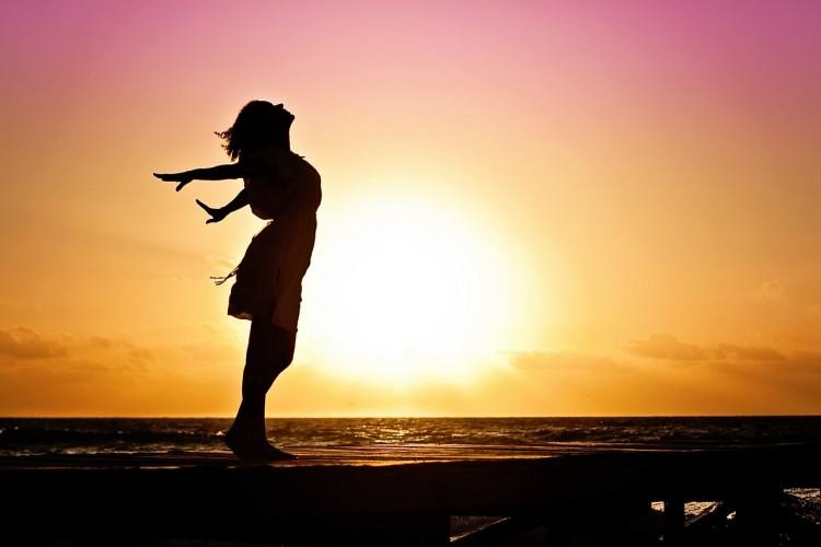 女性と太陽
